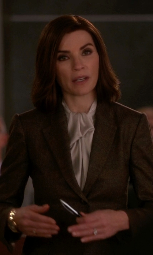 Julianna Margulies with Reiss Ricca Jacket Single-Breasted Blazer in The Good Wife