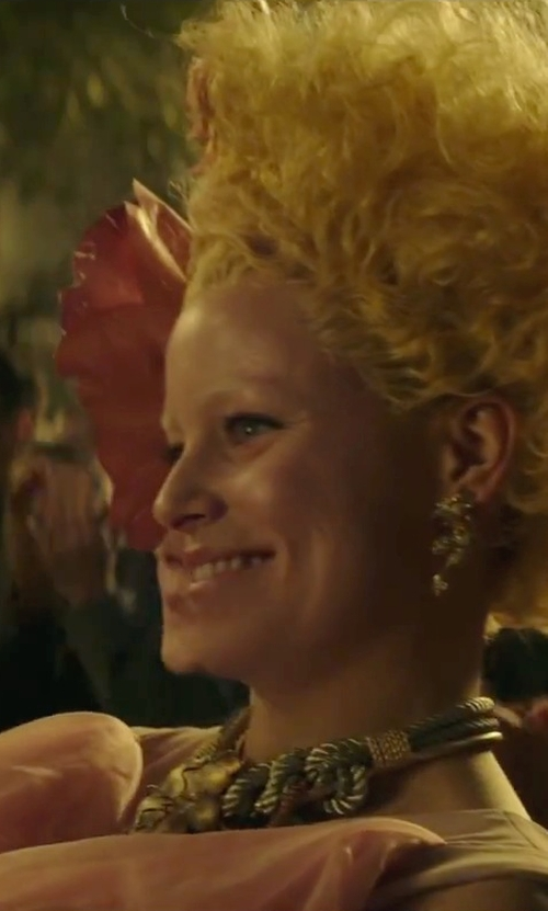 Elizabeth Banks with Lizzie Fortunato Jewels Monte Alban Rope Necklace in The Hunger Games: Mockingjay - Part 2