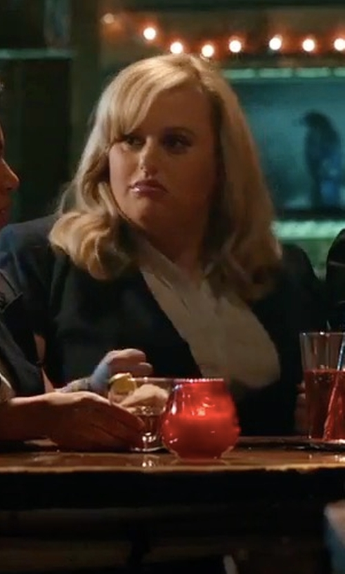 Rebel Wilson with Private Label Short Sleeves Fitted Blazer in Pitch Perfect 3