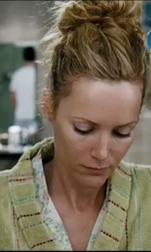 Leslie Mann with Elaiva Green Grass Beach Kimono Robe in Knocked Up