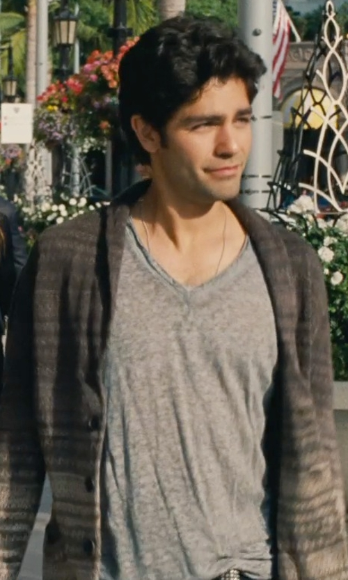 Adrian Grenier with John Varvatos V-Neck Linen Shirt in Entourage