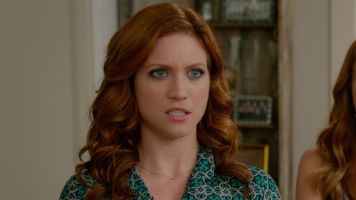 Brittany Snow with Gorjana 'Shimmer' Triangle Pendant Necklace in Pitch Perfect 2