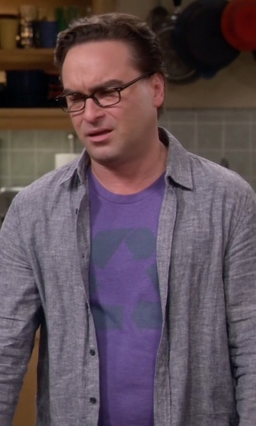 Johnny Galecki with HM Sheldon Coopers Recycle Tee Shirt in The Big Bang Theory