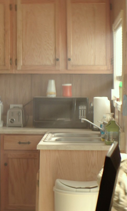 James Marsden with Sunbeam Microwave Oven in The Best of Me