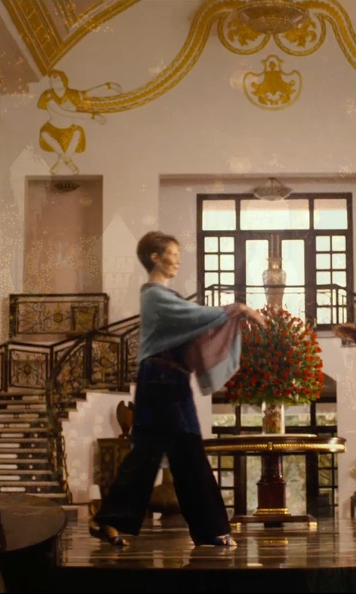 Celia Imrie with Tory Burch Perforated Logo Flat Slide Sandals in The Second Best Exotic Marigold Hotel