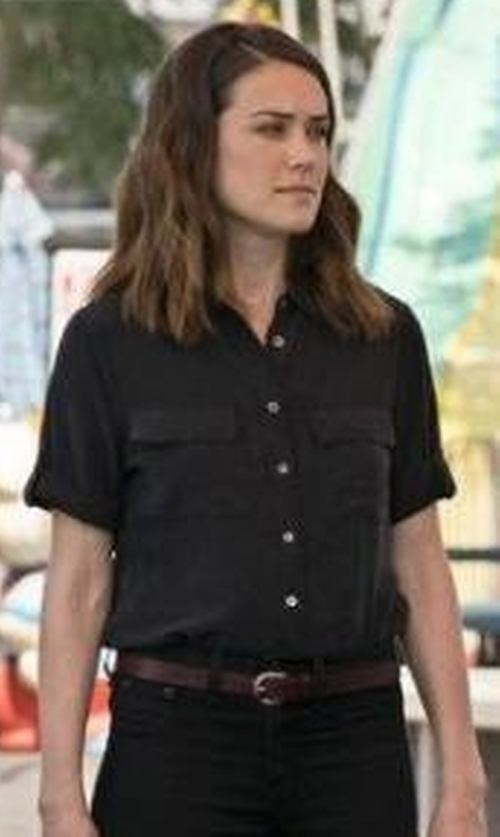 Megan Boone with Equipment Slim Signature Short Sleeve Silk Shirt in The Blacklist