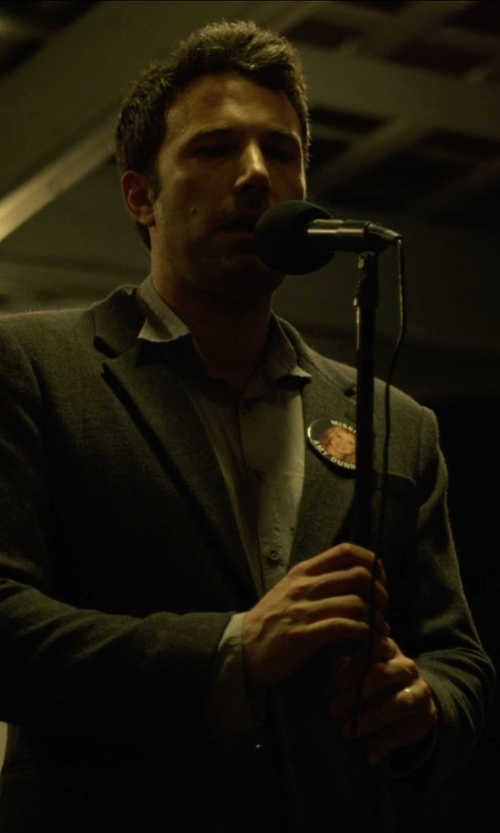 Ben Affleck with Pyle-Pro Professional Moving Coil Dynamic Handheld Microphone in Gone Girl