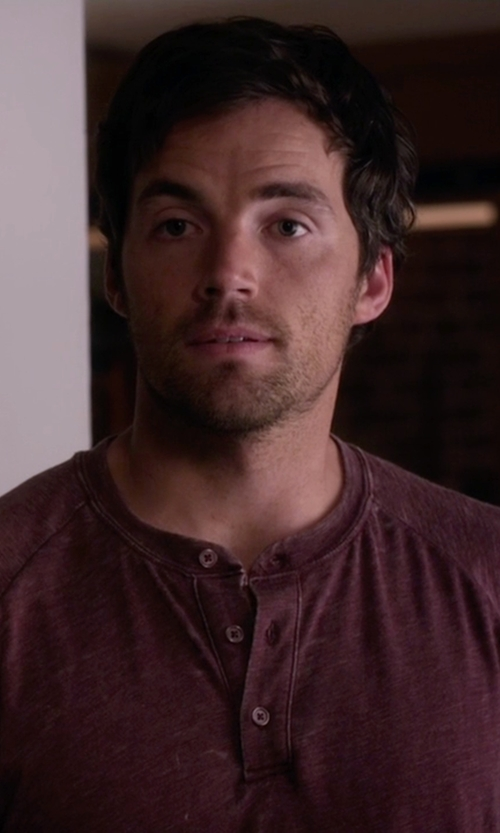 Ian Harding with J.Crew Slim Broken-In Short-Sleeve Henley Shirt in Pretty Little Liars