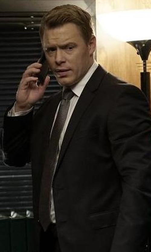 Diego Klattenhoff with Canali Black Wool 2-Button Suit With Flat Front Pants in The Blacklist
