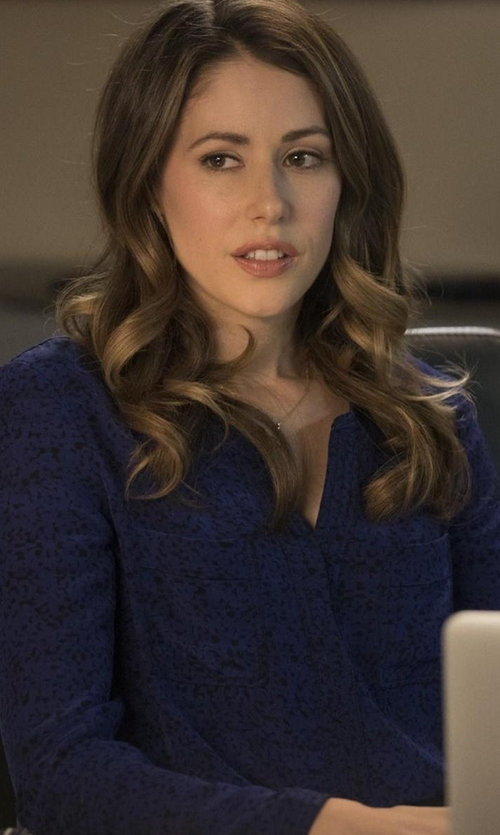Amanda Crew with Bella Dahl Split Back Button Down Shirt in Silicon Valley