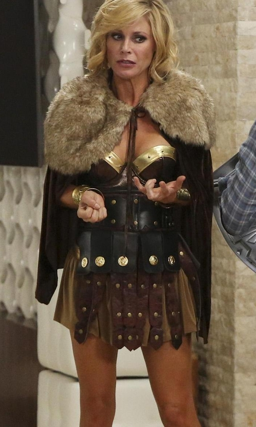 Julie Bowen with Chris Women's Sexy Roman Gladiator Costume in Modern Family
