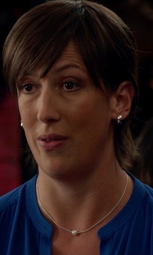 Miranda Hart with Mizuki White Baroque Pearl Diamond Necklace in Spy