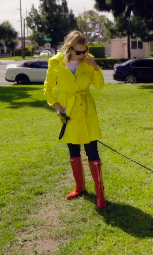 Chelsea Handler with Via Spiga 'Scarpa' Hooded Single Breasted Trench Coat in Chelsea