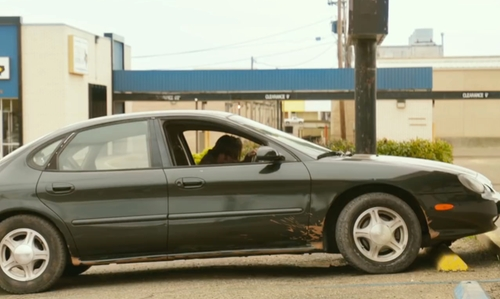 Chris Pine with Ford 1999 Taurus SE Sedan in Hell or High Water