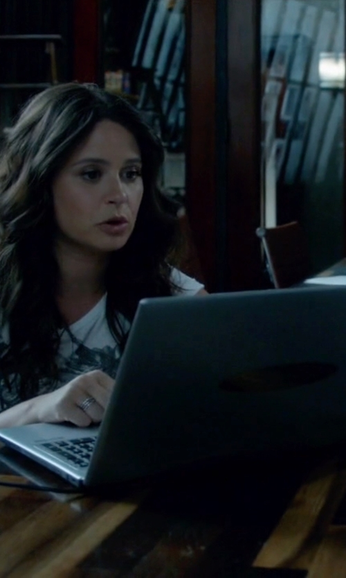 Katie Lowes with Apple MacBook Air in Scandal