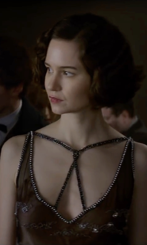 Katherine Waterston with Aidan Mattox Sleeveless Beaded Godet Gown in Fantastic Beasts and Where to Find Them