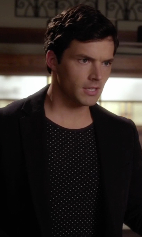 Ian Harding with Armani Jeans Dot Logo Crew Neck T Shirt in Pretty Little Liars