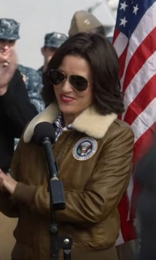 Julia Louis-Dreyfus with Ray-Ban 'Original Aviator' Polarized Sunglasses in Veep