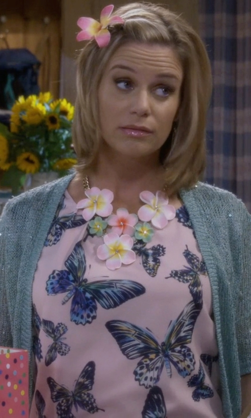 Andrea Barber with Makeitmint Casual Open Cardigan in Fuller House