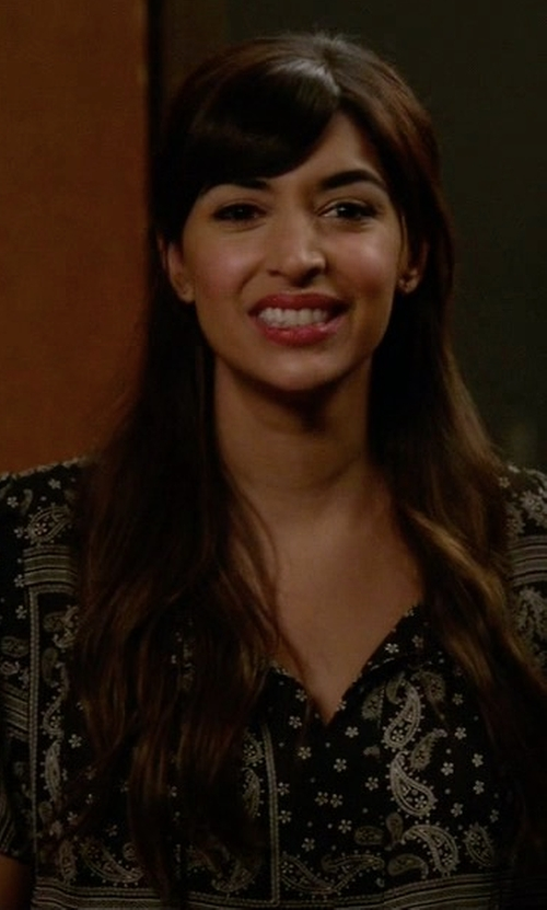 Hannah Simone with Aqua Bandana Print Top in New Girl