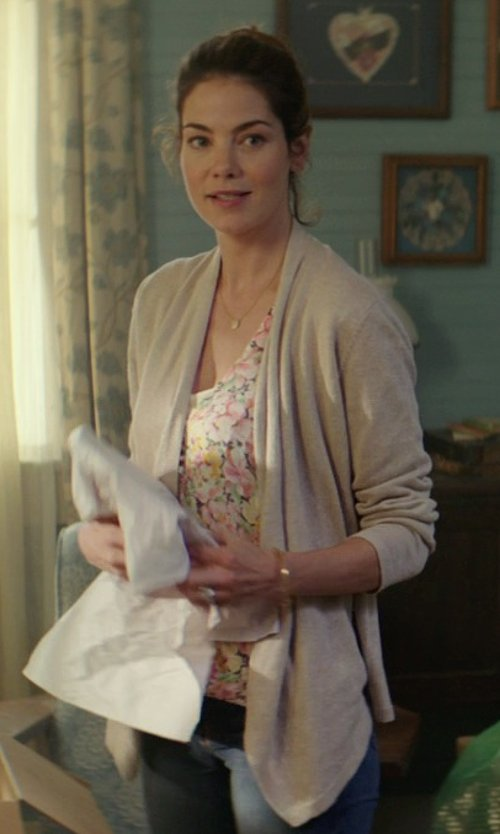Michelle Monaghan with Neiman Marcus Two-Pocket Open-Front Linen Cardigan in The Best of Me
