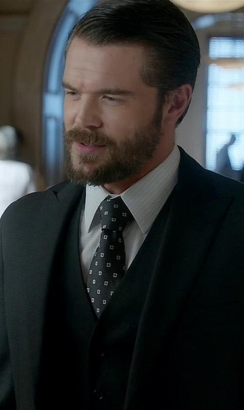 Charlie Weber with Calibrate Woven Silk Tie in How To Get Away With Murder