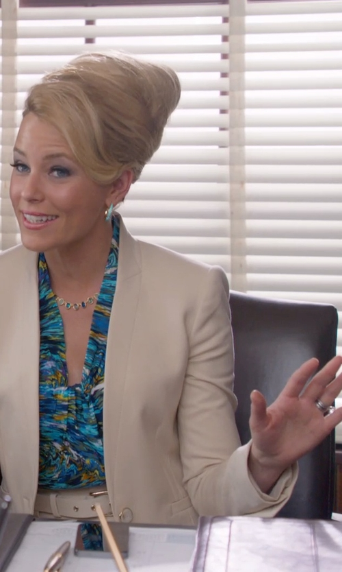 Elizabeth Banks with Oromi White Gold Wedding Band in Pitch Perfect 2