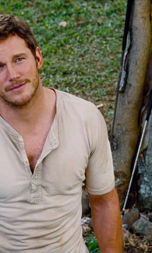 Chris Pratt with Wilson Harmonized Golf Wedge in Jurassic World