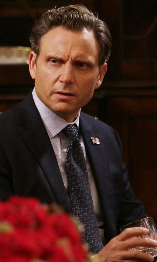 Tony Goldwyn with Boss Silk Print Tie in Scandal