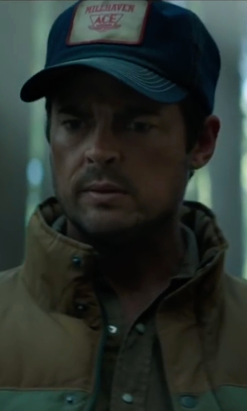 Karl Urban with Volcom Cresticle Snapback Logo Hat in Pete's Dragon