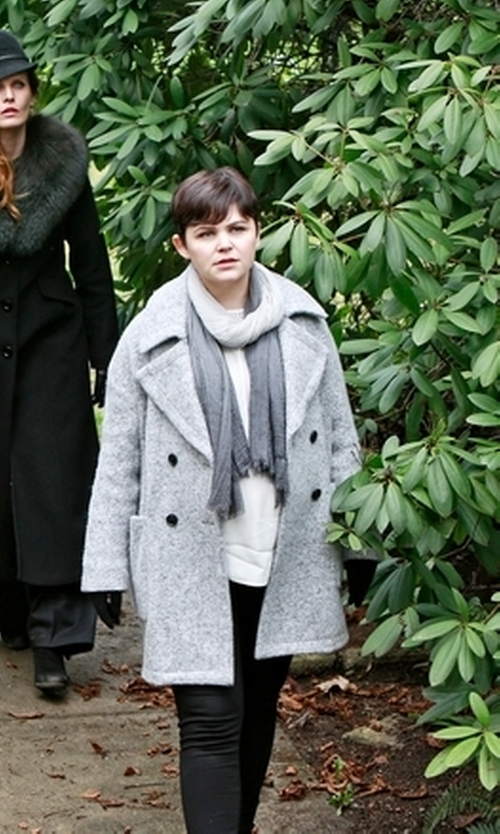Ginnifer Goodwin with Altenative Apparel Alpaca Color-Blocked Scarf in Once Upon a Time