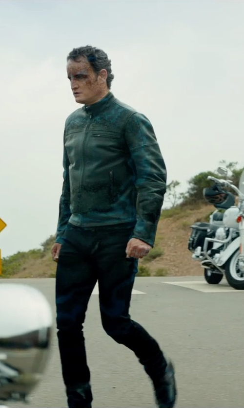 Jason Clarke with Marc New York By Andrew Marc Laser Moto Leather Jacket in Terminator: Genisys
