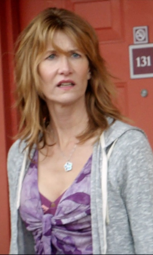 Laura Dern with Armitage Avenue Star Necklace in 99 Homes