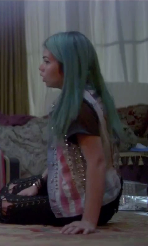 Hayley Kiyoko with Lily Chartier Pearls Stretch Bracelet in Jem and the Holograms