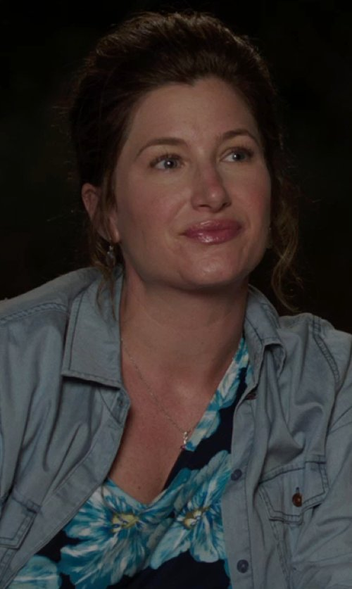 Kathryn Hahn with Roper Floral Print Georgette Tank Top in We're the Millers