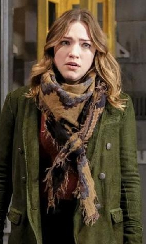 Violett Beane with Wilfred Diamond Mosaic Blanket in The Flash