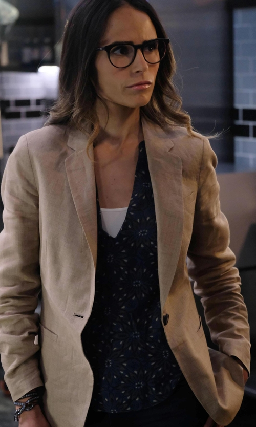 Jordana Brewster with Elie Tahari Amina Silk Floral-Print Blouse in Lethal Weapon
