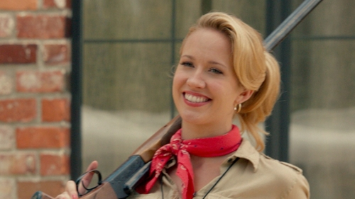 Anna Camp with Ralph Lauren Small Gold Hoop Earrings in Pitch Perfect 2