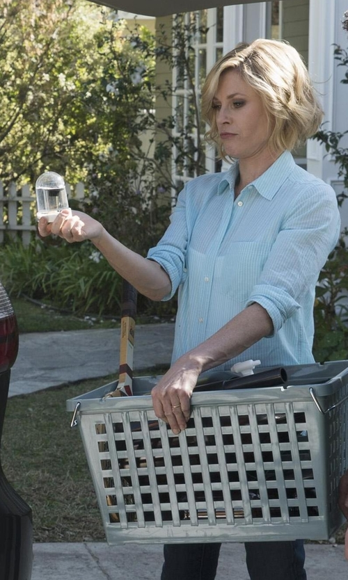Julie Bowen with Ralph Lauren Custom-Fit Striped Shirt in Modern Family