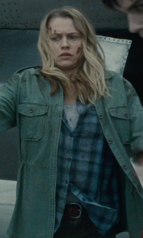 Teresa Palmer with Linea Pelle Classic Leather Belt in Warm Bodies