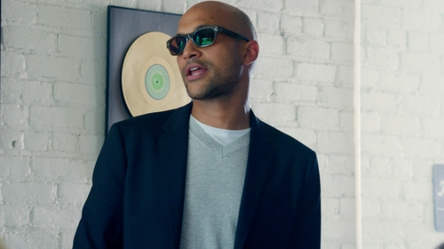 Keegan-Michael Key with Theory Leiman V-Neck Sweater in Pitch Perfect 2