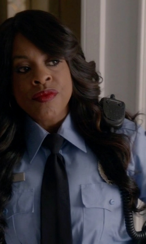 Niecy Nash with Neiman Marcus Solid Satin Tie in Scream Queens