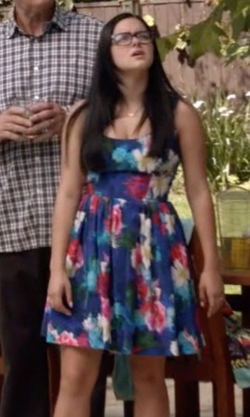 Ariel Winter with Amanda Uprichard Bloomingdale's Exclusive Café Island Print Dress in Modern Family