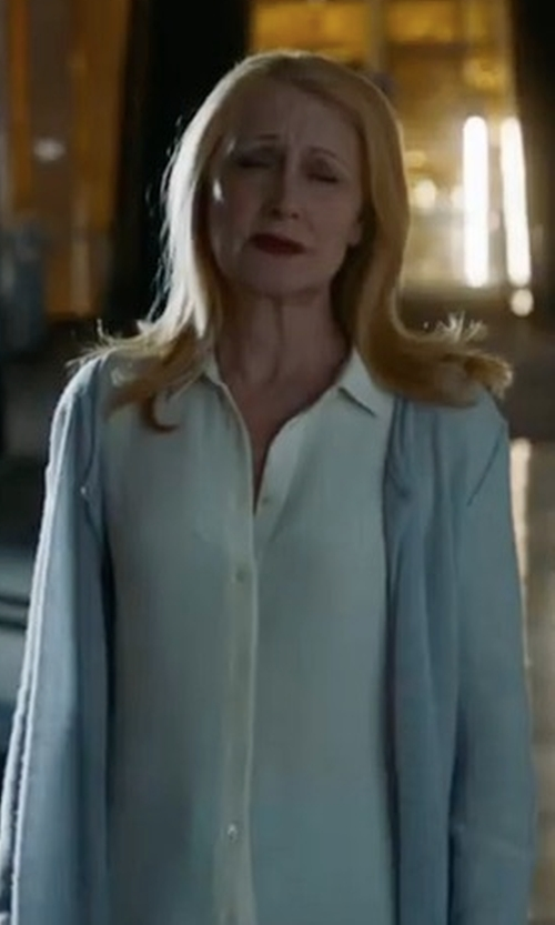 Patricia Clarkson with St. John's Bay Round Neck Open Front Cardigan in Maze Runner: The Death Cure