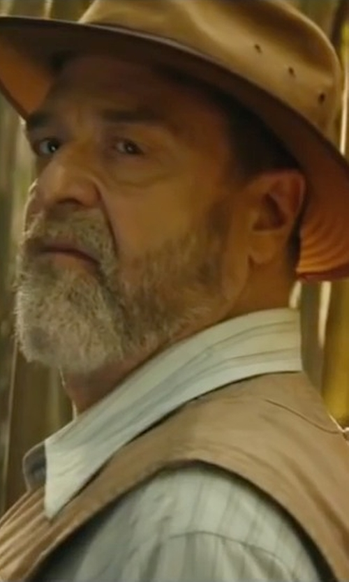 John Goodman with Filson Tin Cloth Packer Hat in Kong: Skull Island