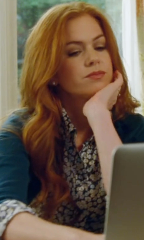 Isla Fisher with Peserico Long-Sleeve Cotton Cardigan in Keeping Up with the Joneses