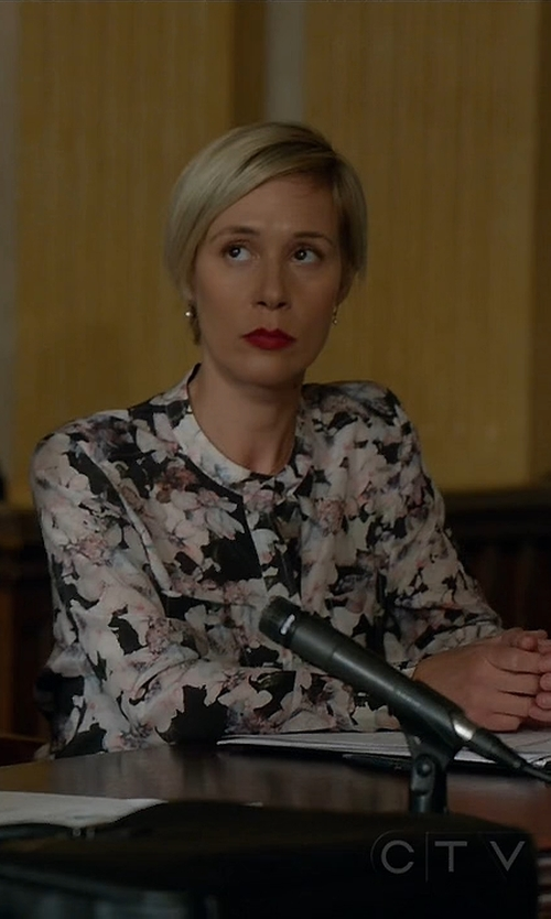 Liza Weil with Rebecca Taylor Floral-Print Double-Pocket Blouse in How To Get Away With Murder