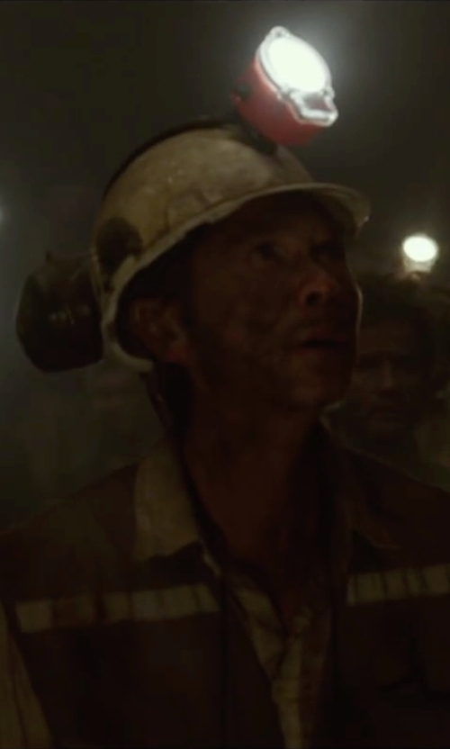 Lou Diamond Phillips with Maxtra Wireless LED Coal Mining Light in The 33