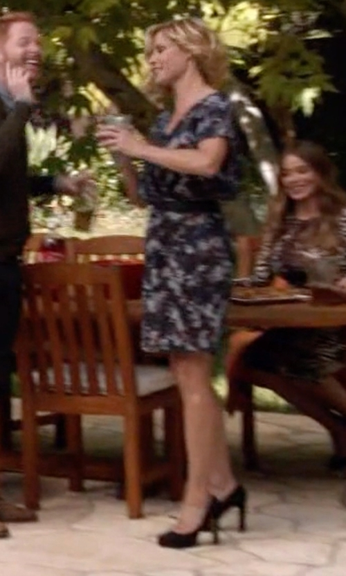 Julie Bowen with Cole Haan Women's Bethany Pumps in Modern Family