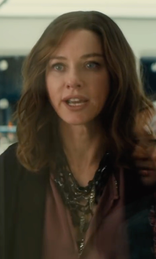 Naomi Watts with Sam Edelman Fringe Frontal Necklace in The Divergent Series: Allegiant